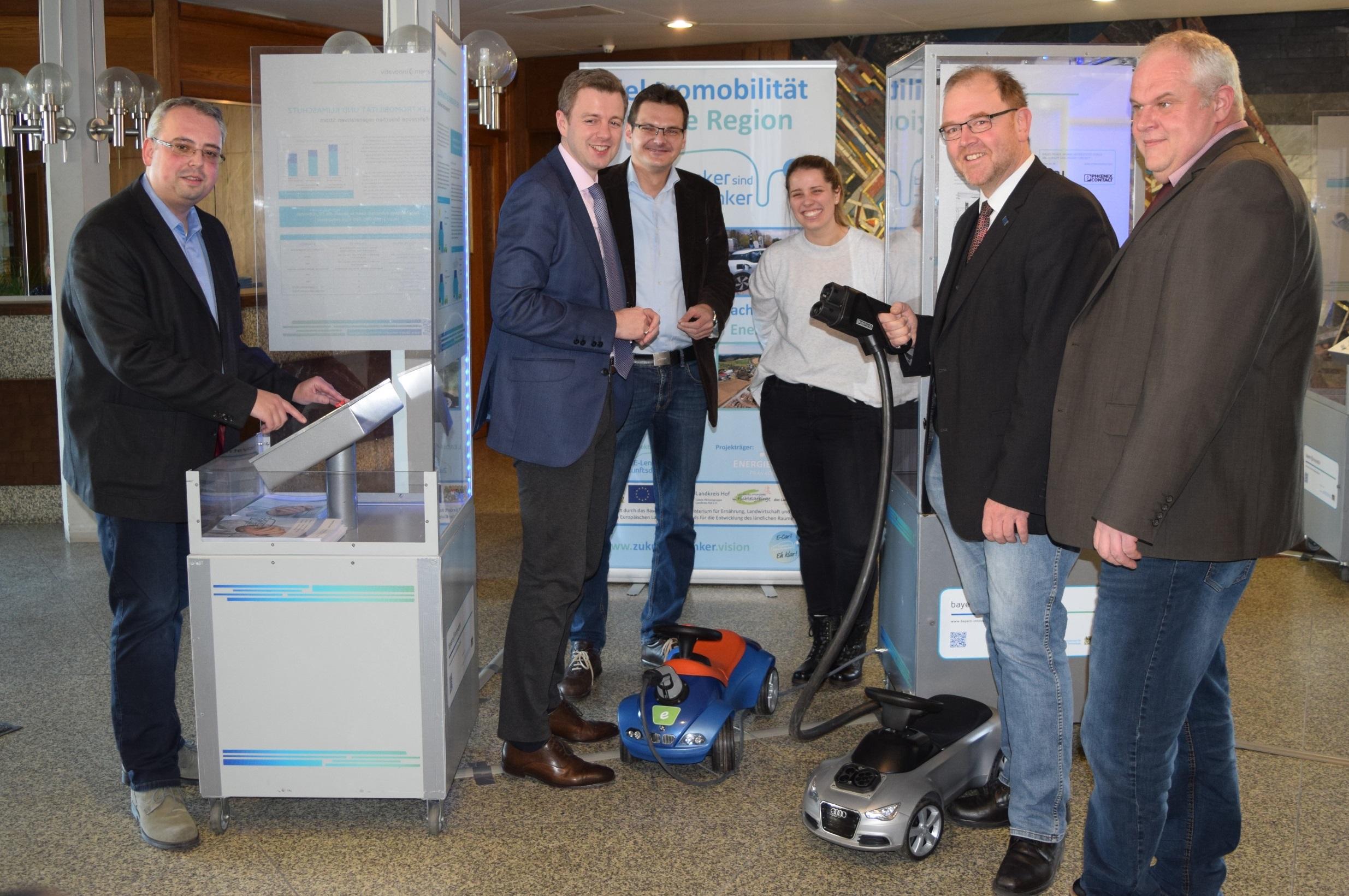 Einweihung der Wanderaustellung E-Mobilität